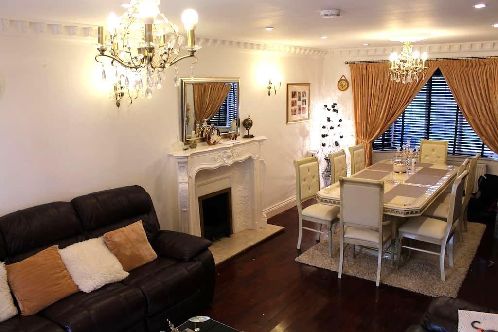 Spacious luxury house near Heathrow and Windsor - Wraysbury