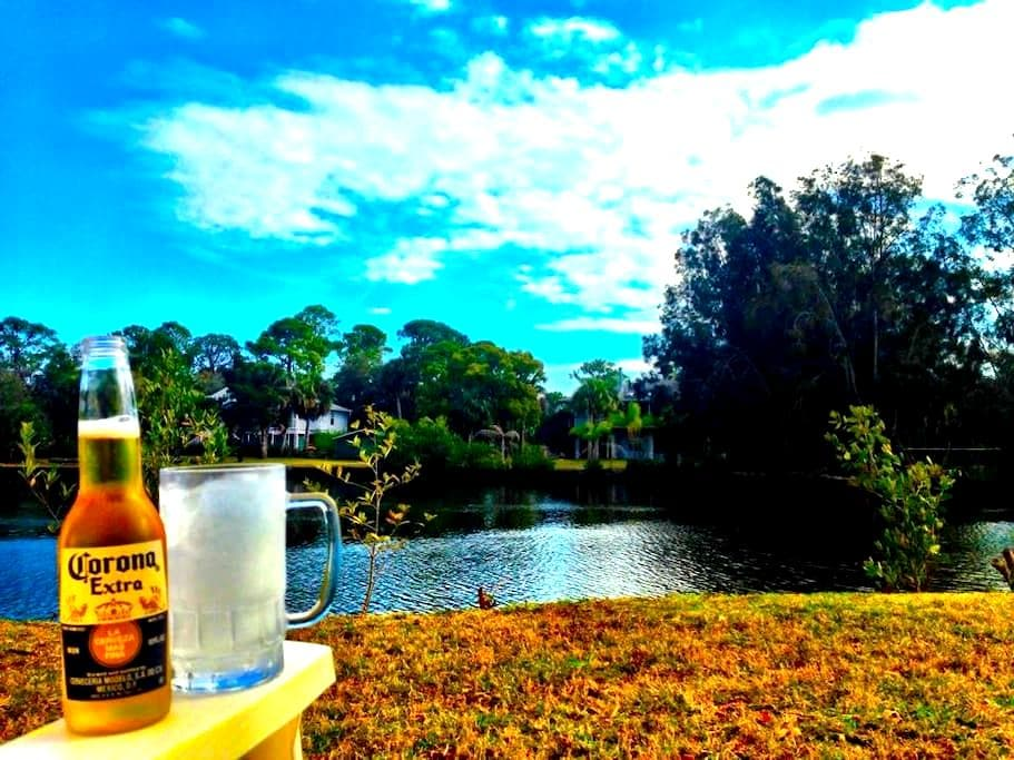 Cozy Home on the canal - New Port Richey