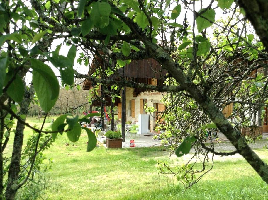 Bed and breakfast in the peace and in the green - Sainte-Gemme-Martaillac - Гестхаус