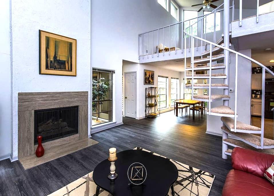 BEAUTIFUL ZEN Hideaway - Austin - Townhouse