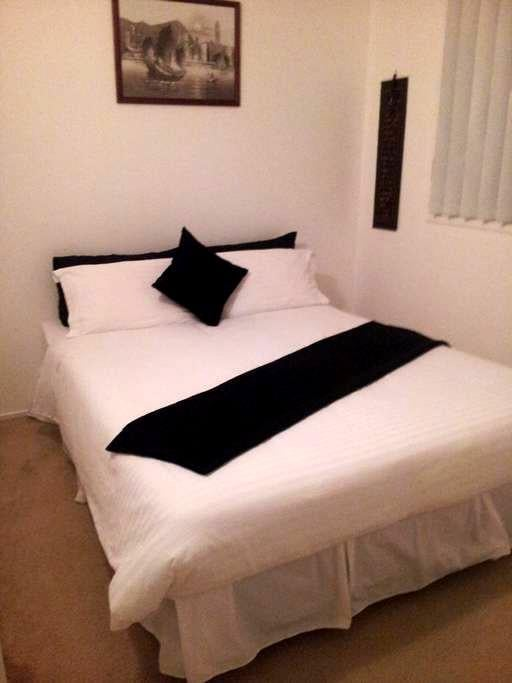 Double room in Cute home - Carrara - บ้าน