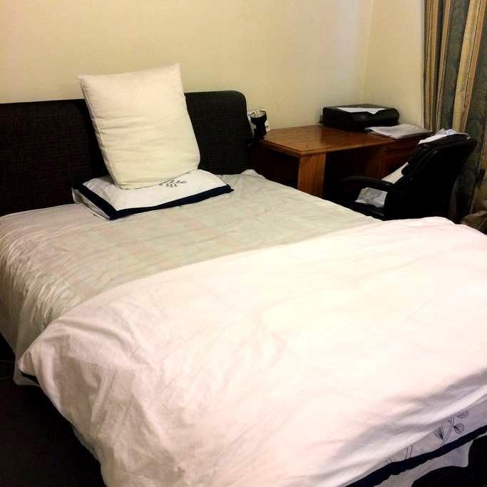 Hostel style room - Mitcham - 別墅