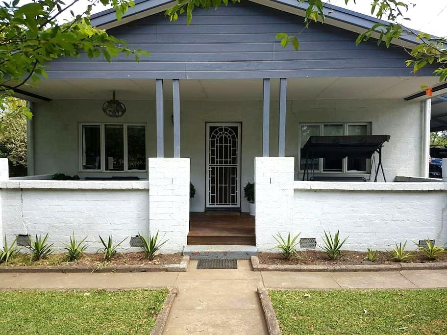 Charming and Modern Country Cottage. - Bomaderry - House