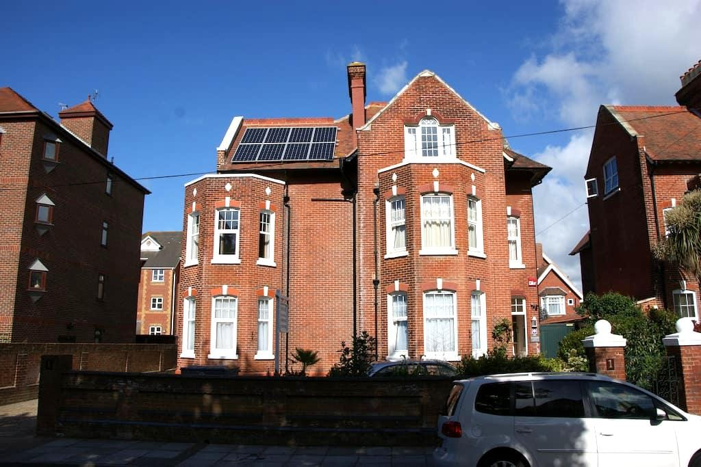 Studio 2 - One Helena Road Serviced Apartments - Portsmouth - Serviced apartment