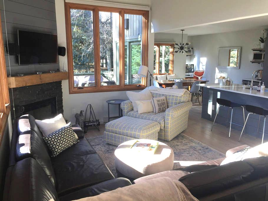 Renovated Townhome Snowmass -  2 BR  w/ Hot Tub! - Aspen