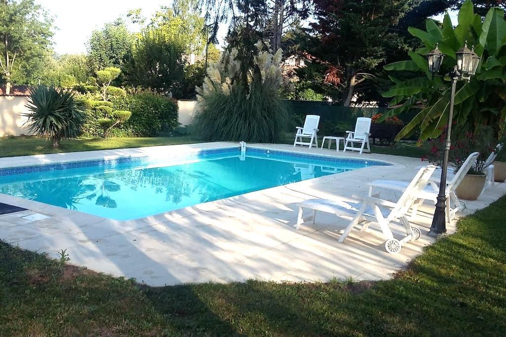 maison de 125m2 avec piscine - Beauregard - Casa