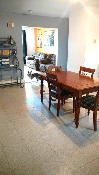 Belle chambre dans un grand logement - Saguenay - Appartement