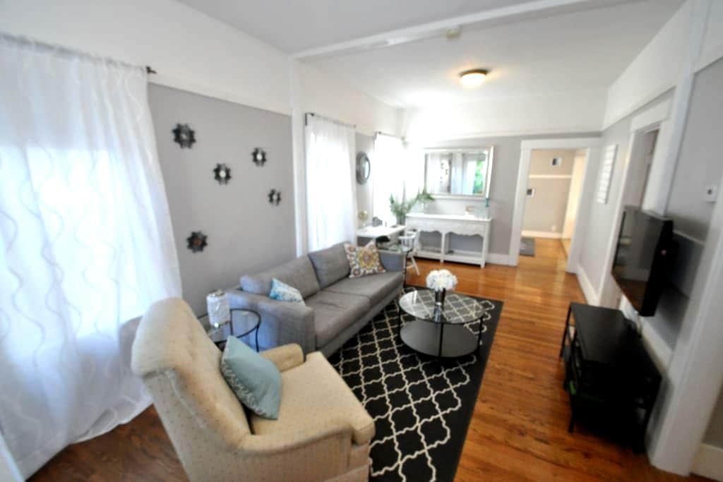 Spacious 3BR remodeled home, centrally located - Emeryville - Casa