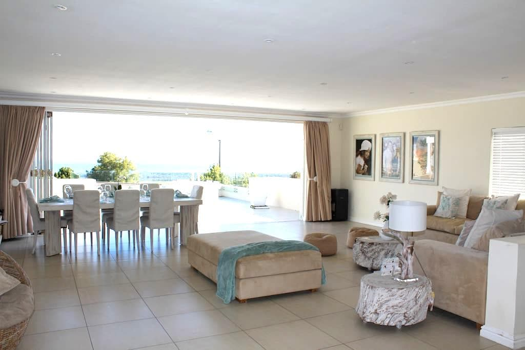 Ocean Bay House with Spectacular Views - Cape Town