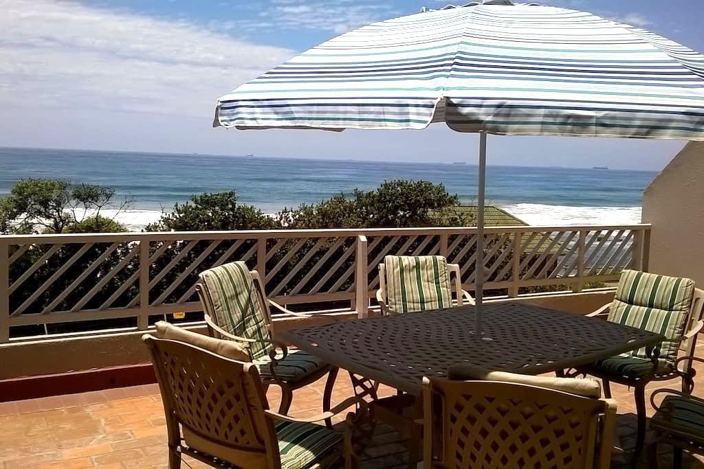 No 1 Isikhulu - on the beachfront - Umdloti