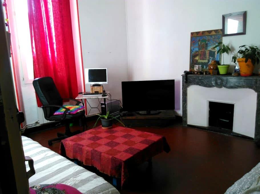 Grande chambre dans le centre du vieil Aubagne - Aubagne - Appartement