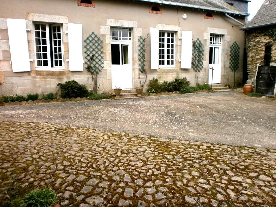 Jolie maison avec jardin proche du village - Méral - Hus
