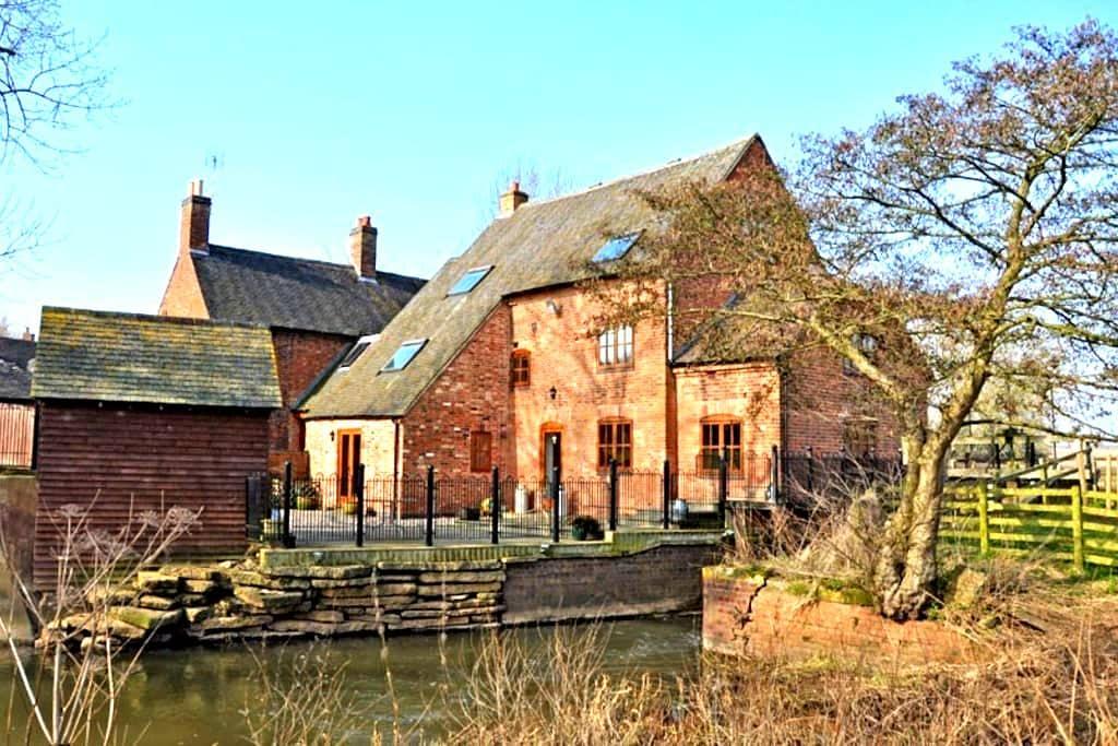 Charming, Modern, Riverside Bilstone Mill - Bilstone