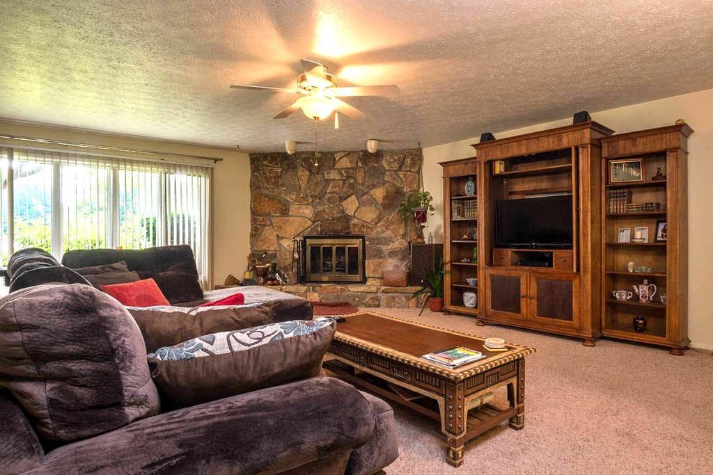 Lovely 3 Bedroom Ranch Strongsville - Strongsville