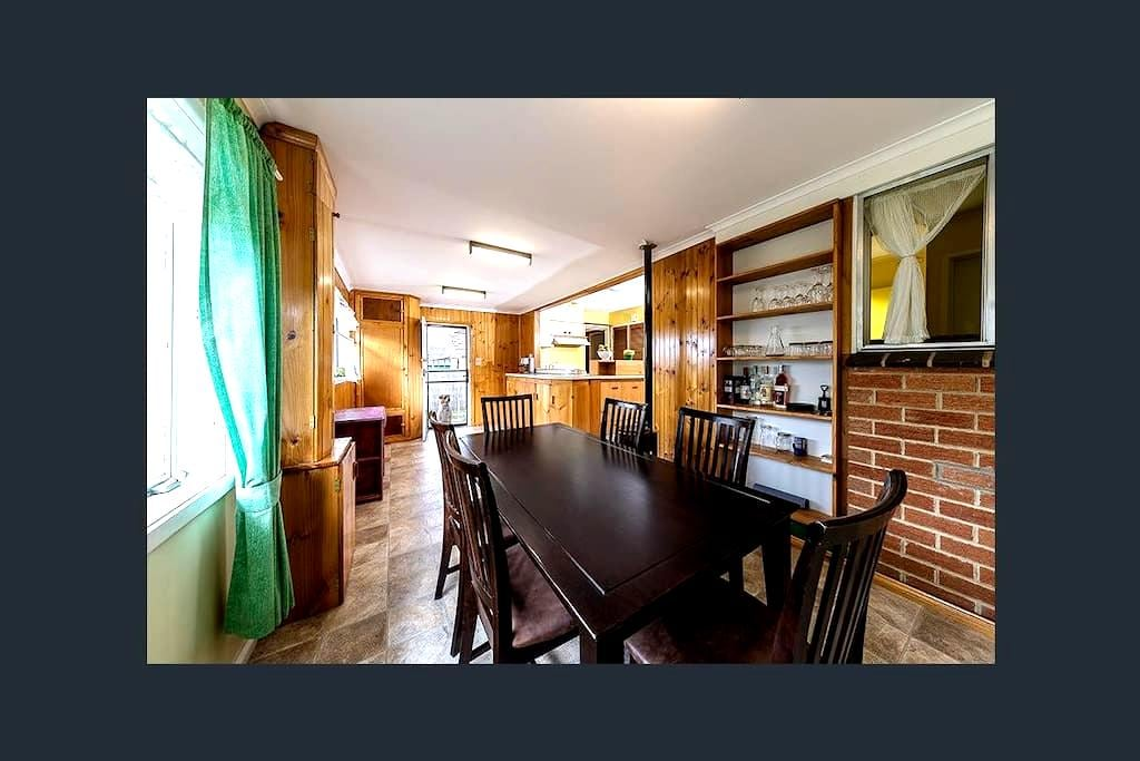 Homely Room, in good area. - Sunbury - Ev