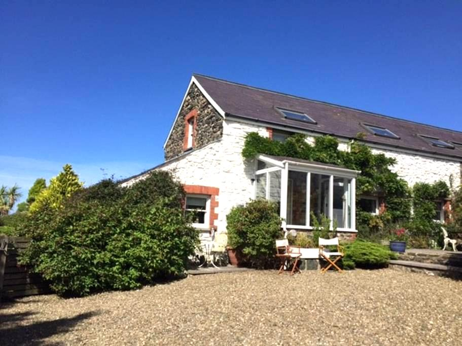 Cosy Welsh Cottage–Close to Irish ferry, 2 bedroom - Fishguard