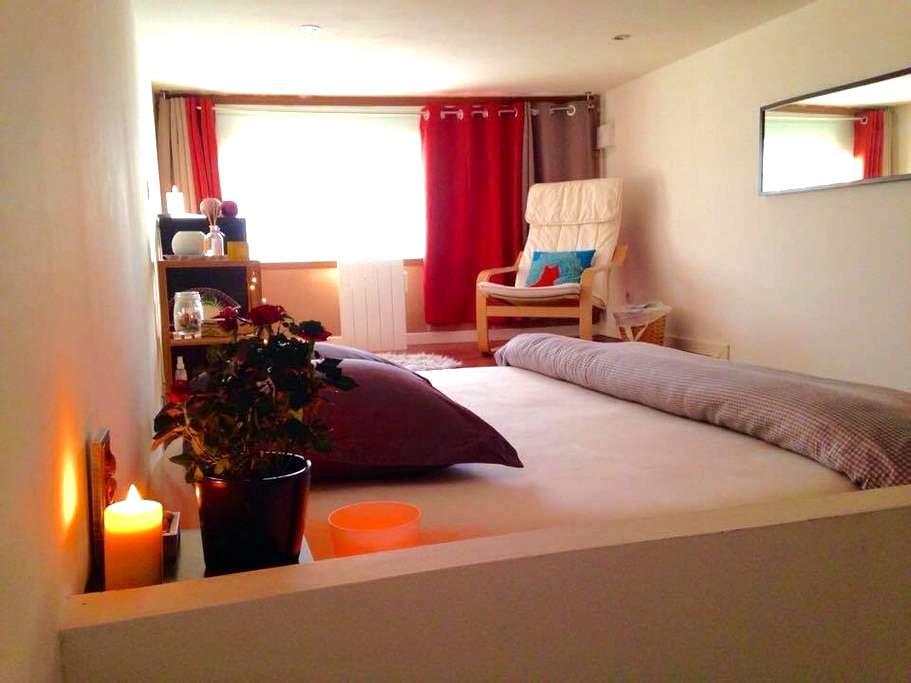 Chambre lit XXL dans loft rénové - Lille