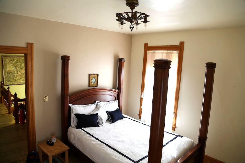 Queen Room - มิลวอกี้ - บ้าน