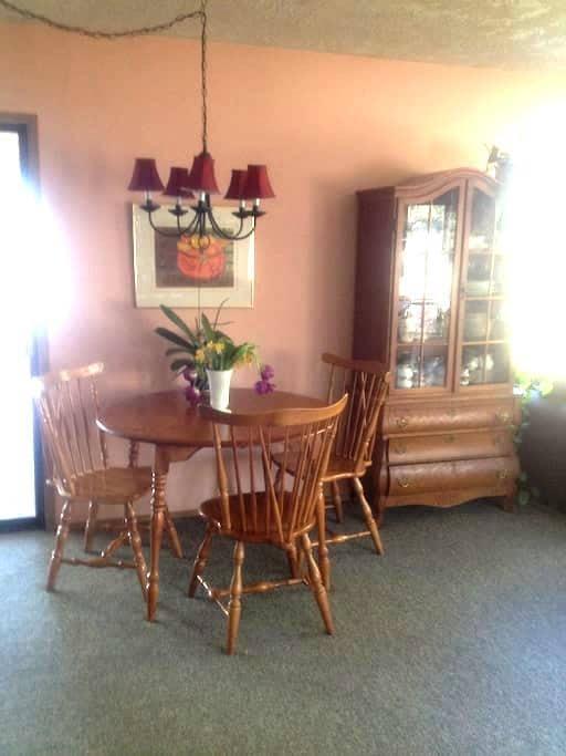 Private, Peaceful Bedroom Room in Cowichan Bay - Cowichan Bay - Casa