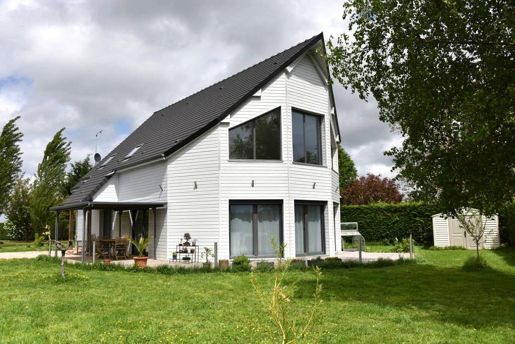 Espace privatif dans maison moderne - Courbépine - Hus