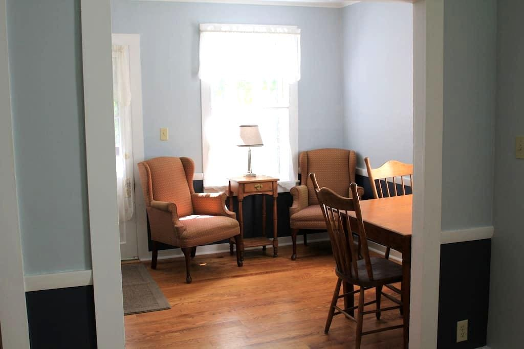 Private Suite, Queen, Children/Pets - Shelburne Falls - Hus