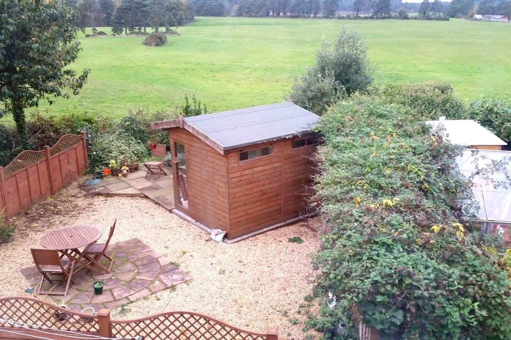 Apartment in a peaceful woodland setting - Sandford - Appartement