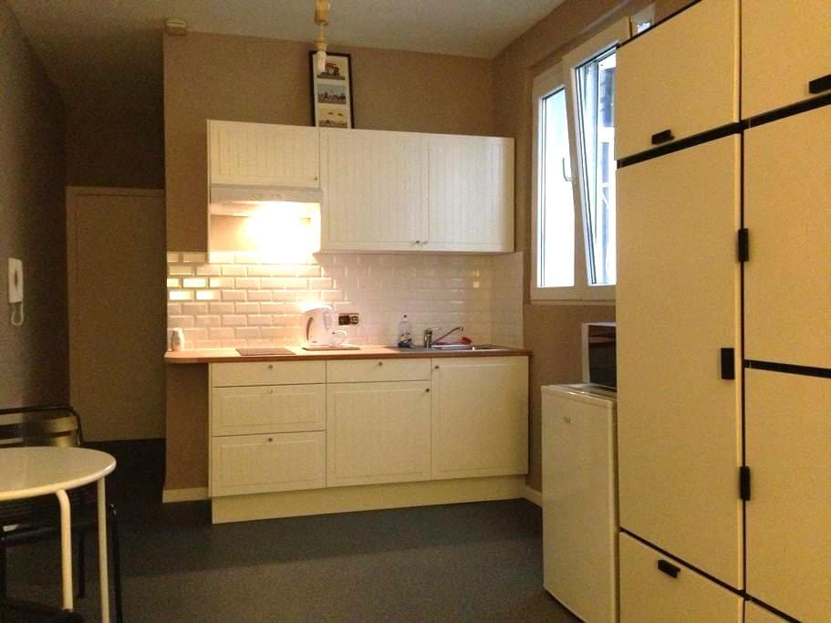 Low cost and just in the Center !!! - Bruxelles - Appartement