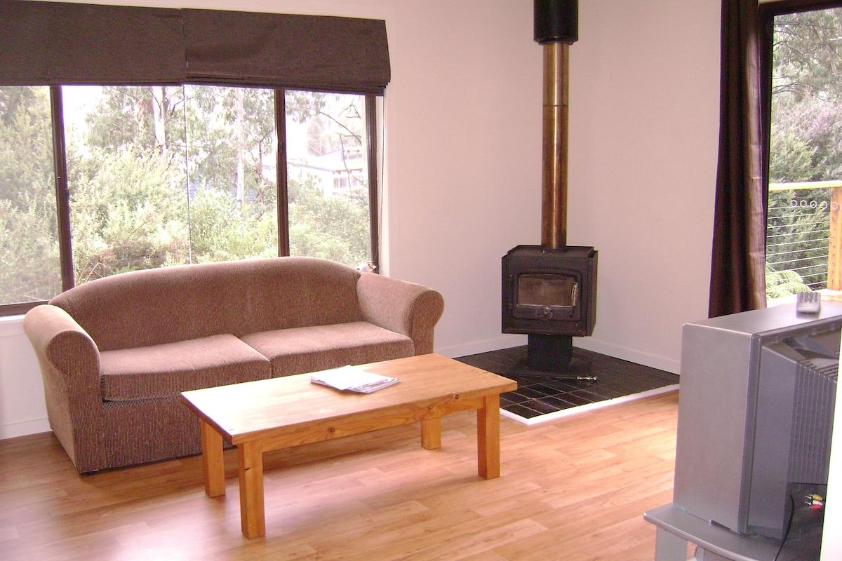 Melaleuca Cottage - Howmans Gap - Chalets for Rent in Bogong ...