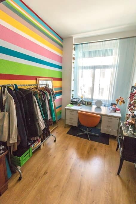 Zimmer in bunter WG/Room in Colorful Apartment - Maagdenburg - Appartement