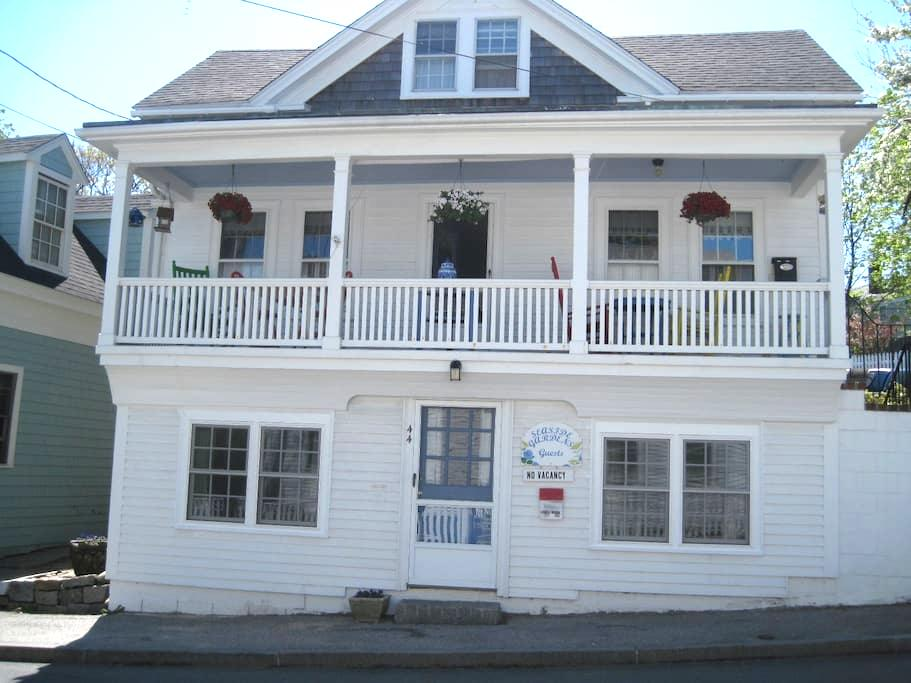Quaint in-town studio by beach with parking - Rockport