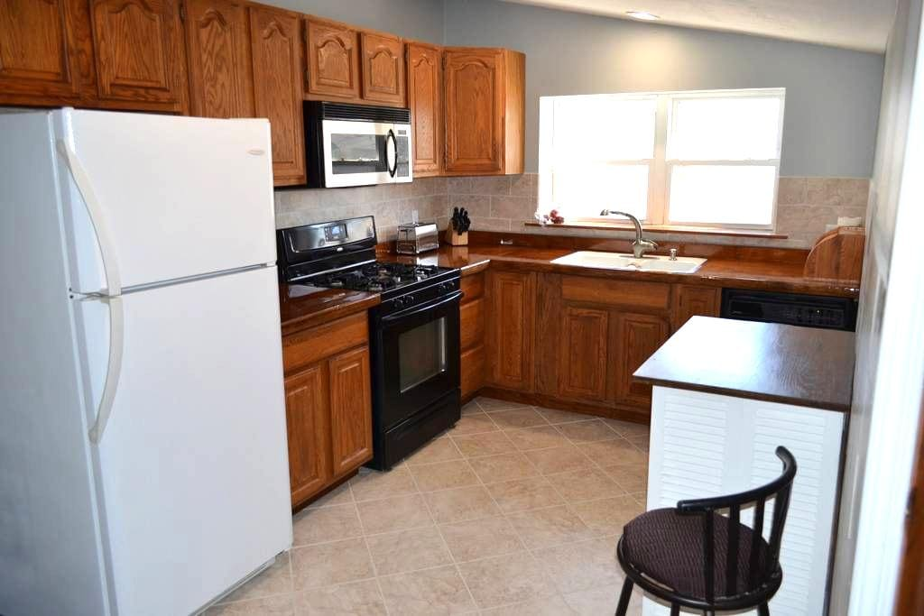 Private Professional 1br apt Jacuzzi WIFI Smart TV - Oswego - Appartement