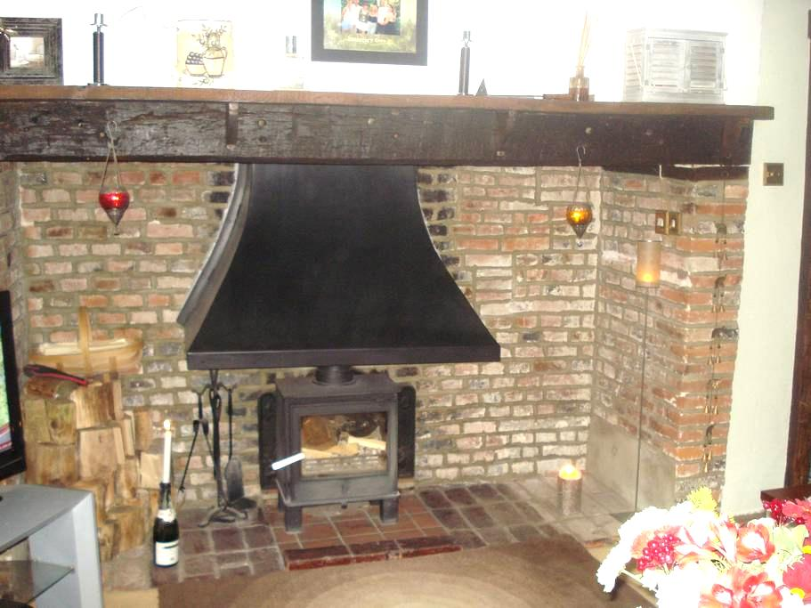 Cosy room in Grade 2 listed house - Sutton Valence - Rumah