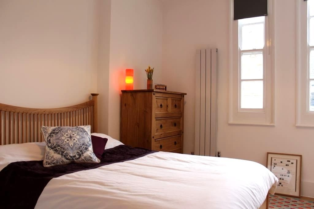 Private room with en-suite - London