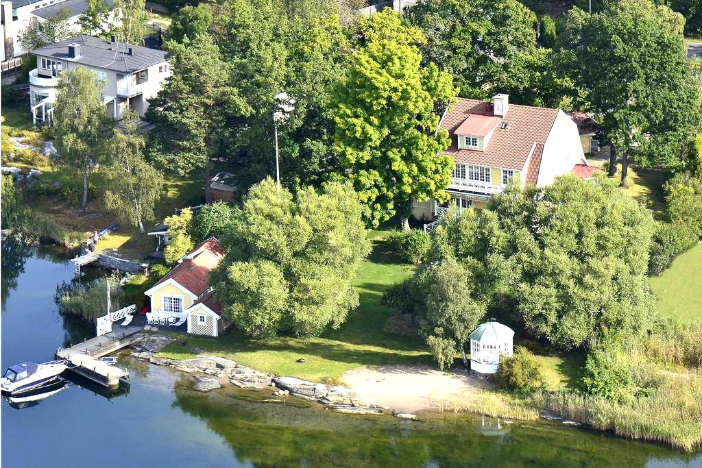 Charming cabin right by the water - Saltsjöbaden