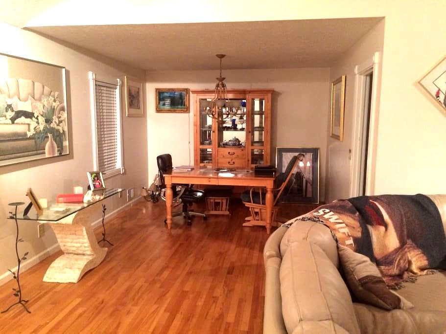 one bedroom with separate bathroom - Duluth - House