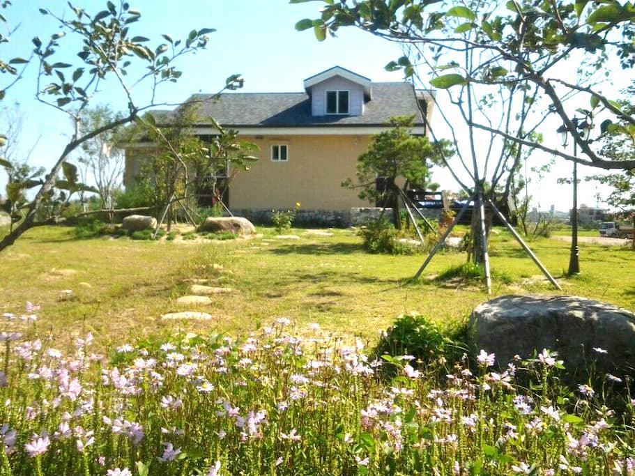 자생식물원과 자연이 같이  숨쉬고 있는 유일한 쉼터 - 속초시 - Huis