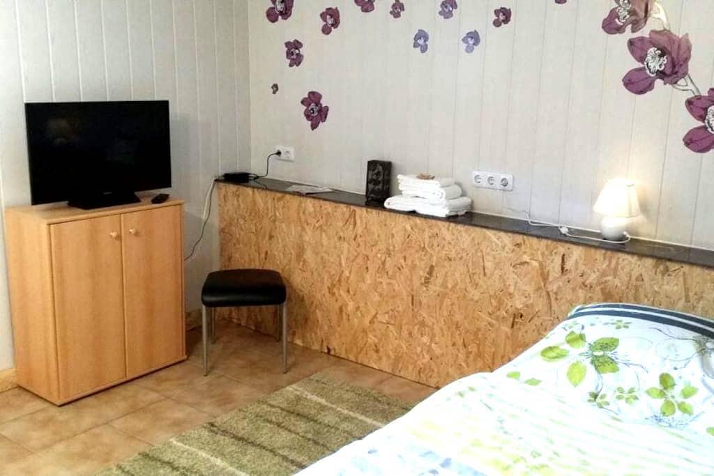 Kleine Souterrain-Wohnung, 1 Person - Wilhelmshaven - Wohnung