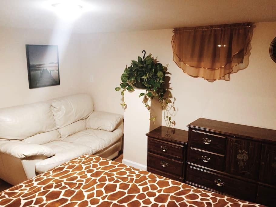 Cozy, fully furnished basement! - West Springfield - Huis