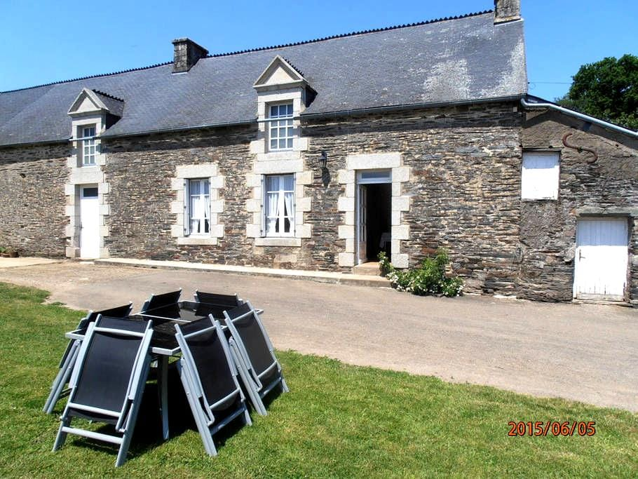 maison en pierre au calme - Sérent - Casa