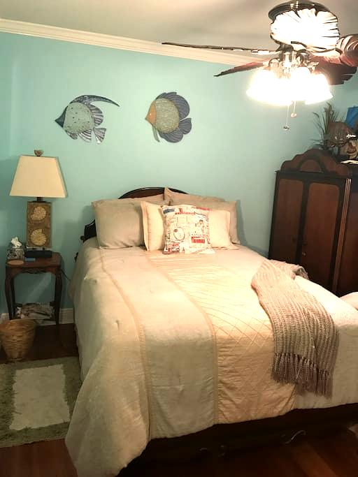 Lovely home 15 minutes to Downtown New Orleans - Kenner - House