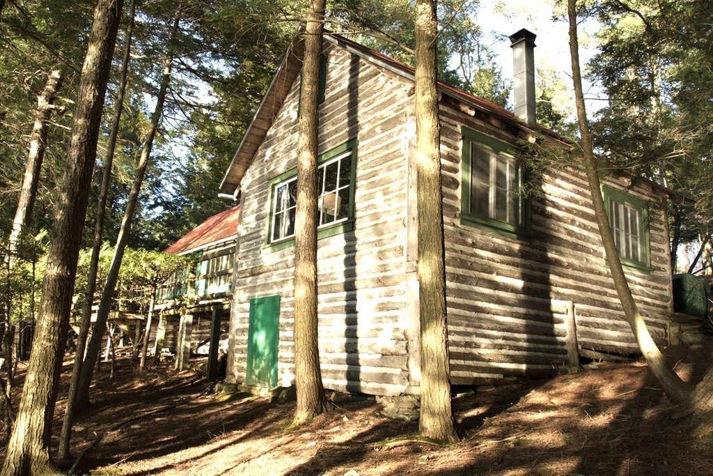 Rustic Lakeside Cabin in the Woods - Stanstead - Blockhütte