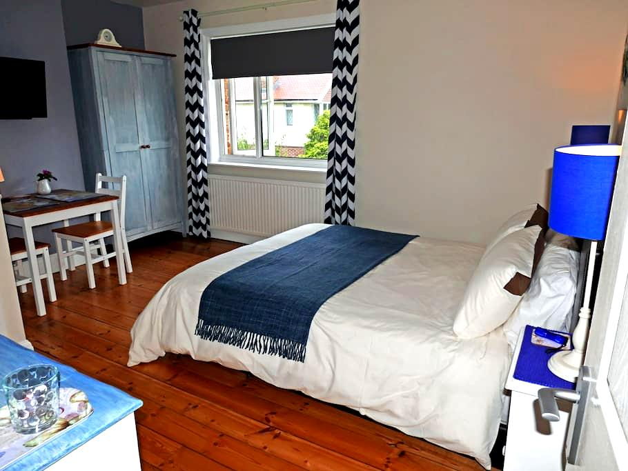 Kingsize Bed and Breakfast close to Beach - Worthing - Oda + Kahvaltı