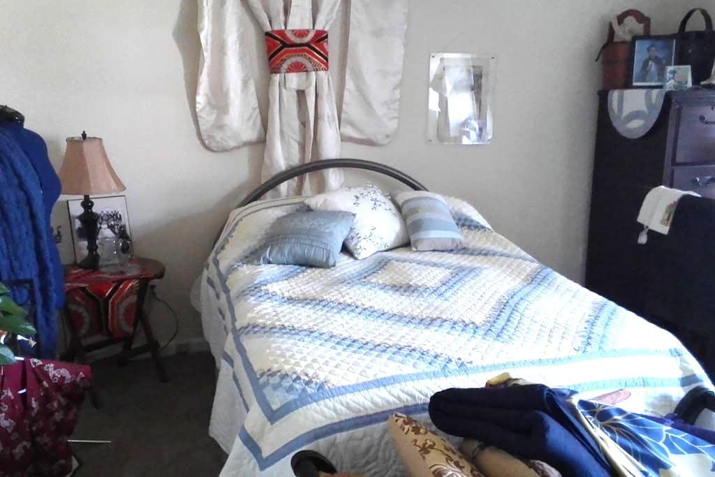 Comfy condo 2 bedrooms, close 2 all - บัฟฟาโล