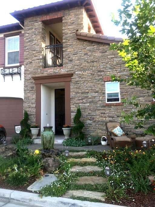 La Villa Encantata II - Gilroy - Casa