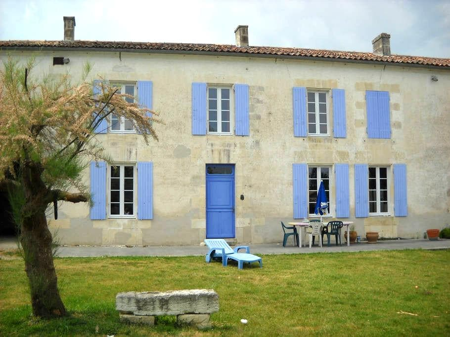 charming house in the country - Germignac - Talo