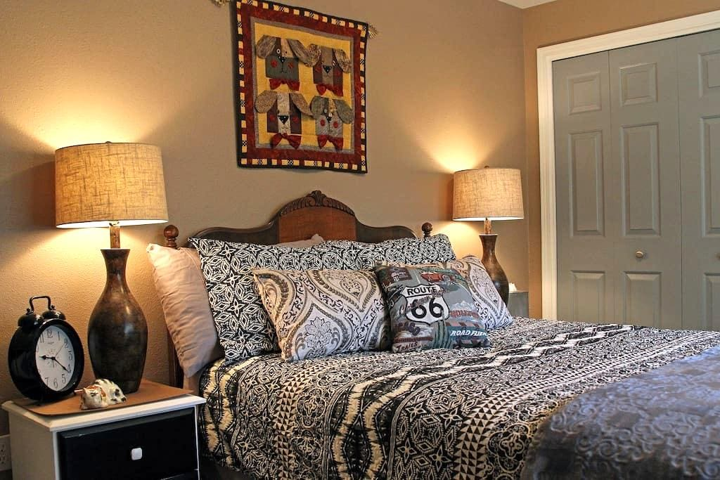 Dog-friendly Private 2-Room Suite Near Downtown - Sisters