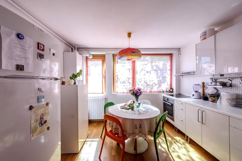 Cozy 2BD Apartment in a Green Area - București - Lägenhet