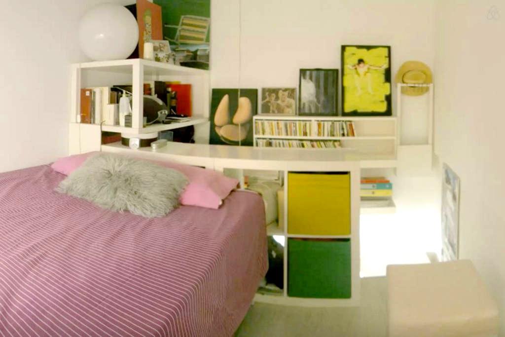 Centrico piso - bed on desktop - Valladolid