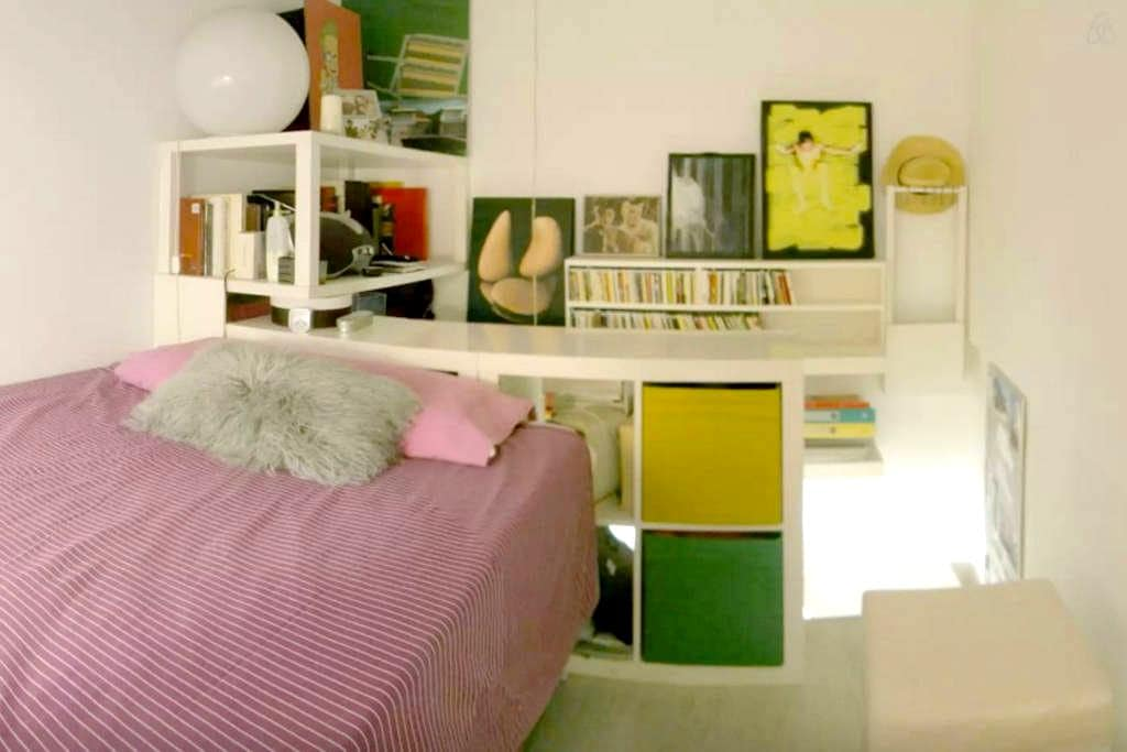 Centrico piso - bed on desktop - Valladolid - Apartment