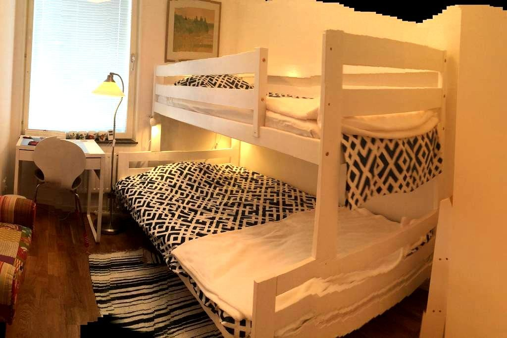 Room available in direct proximity to Arenastaden. - Solna - Apartamento
